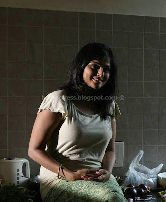 Actress ramya nambeesan hot pics