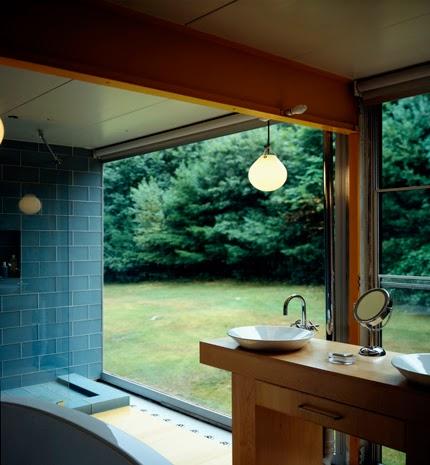 Baño de casa Mid Century renovada en Estados Unidos