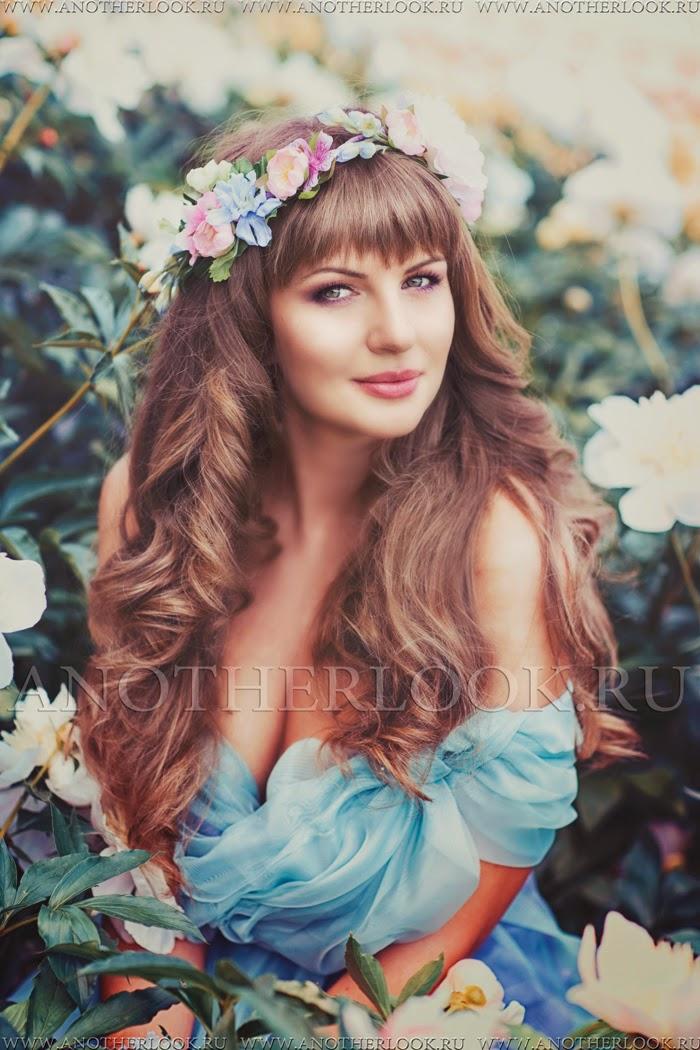 красивое платье и венок из цветов