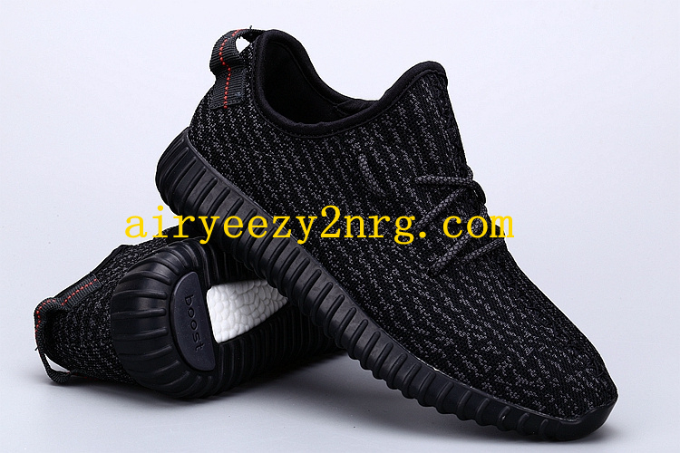 Someone Paid $ 10,000 for Black Yeezy Boost 350s on