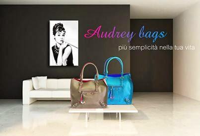 http://www.millenniumstar.it/borse-da-donna-millennium-bag/1122-audrey-borsa-da-donna-in-pelle-a-taglio-vivo-di-colore-blu-kelly-e-viola.html