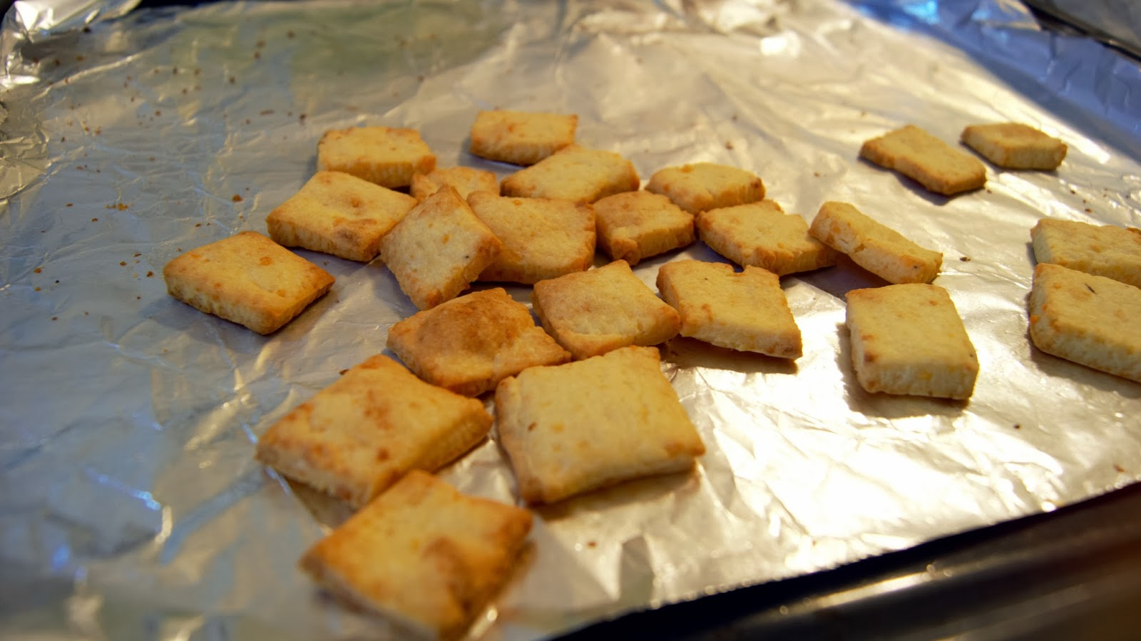 Homemade Cheese Cracker Recipe ~ CAKES and beyond