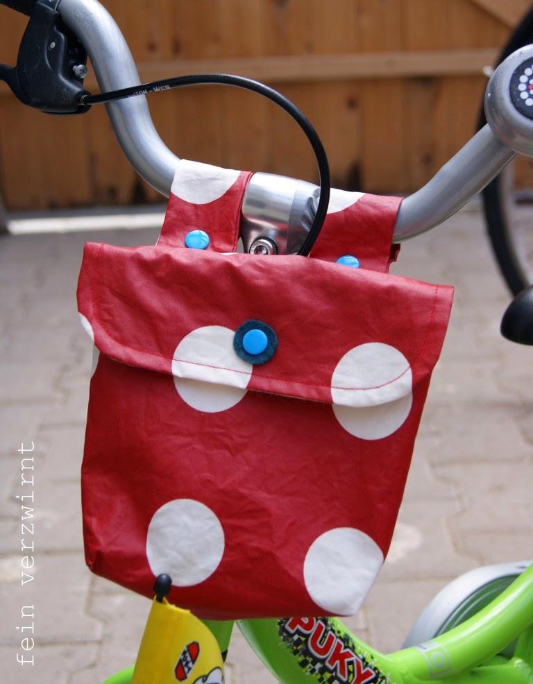 http://feinverzwirnt.blogspot.de/2014/06/fahrradtaschen-mit-tutorial.html