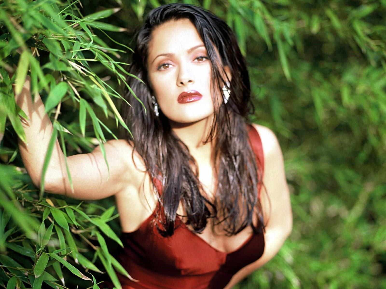 Salma Hayek in Red Dress Wallpaper