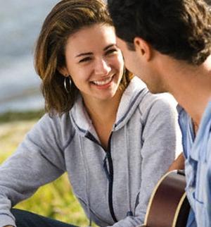 كيف تجعل زوجتك او حبيبتك تحبك و تموت عليك وتهيم بك عشقا  - Things-in-Women-that-Attract-Men - woman like man