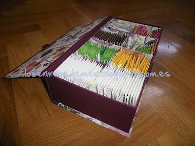Interior de caja libro con divisiones, realizada en cartonaje