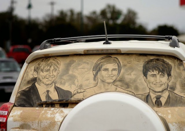 Impressive Sand Hand Art on Car You Need To See