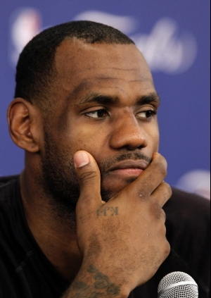 Hairline : Lebron James Hairline is the Headline NBA FUNNY MOMENTS