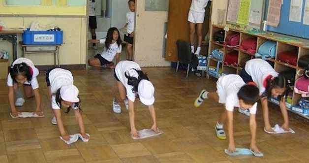 Στην Ιαπωνία το σχολείο το καθαρίζουν οι μαθητές!