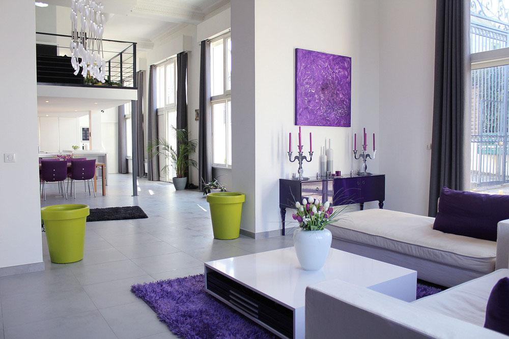 ini tampak cukup elegan dan moden dengan penataan warna ungu dan