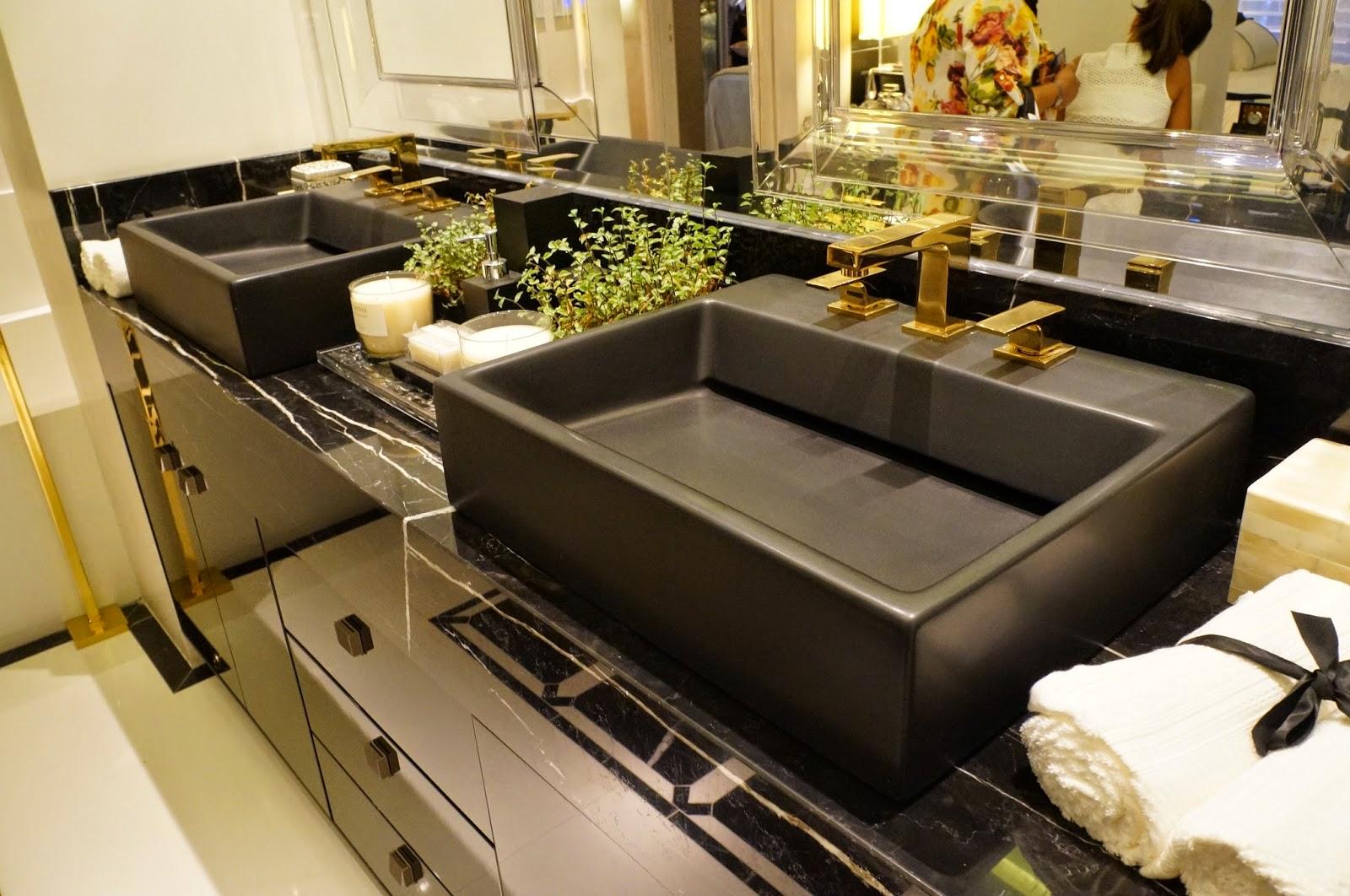 em banheiros e lavabos Blog Carina Pedro Design de Interiores #A38E28 1600x1062 Banheiro Branco Preto E Cinza