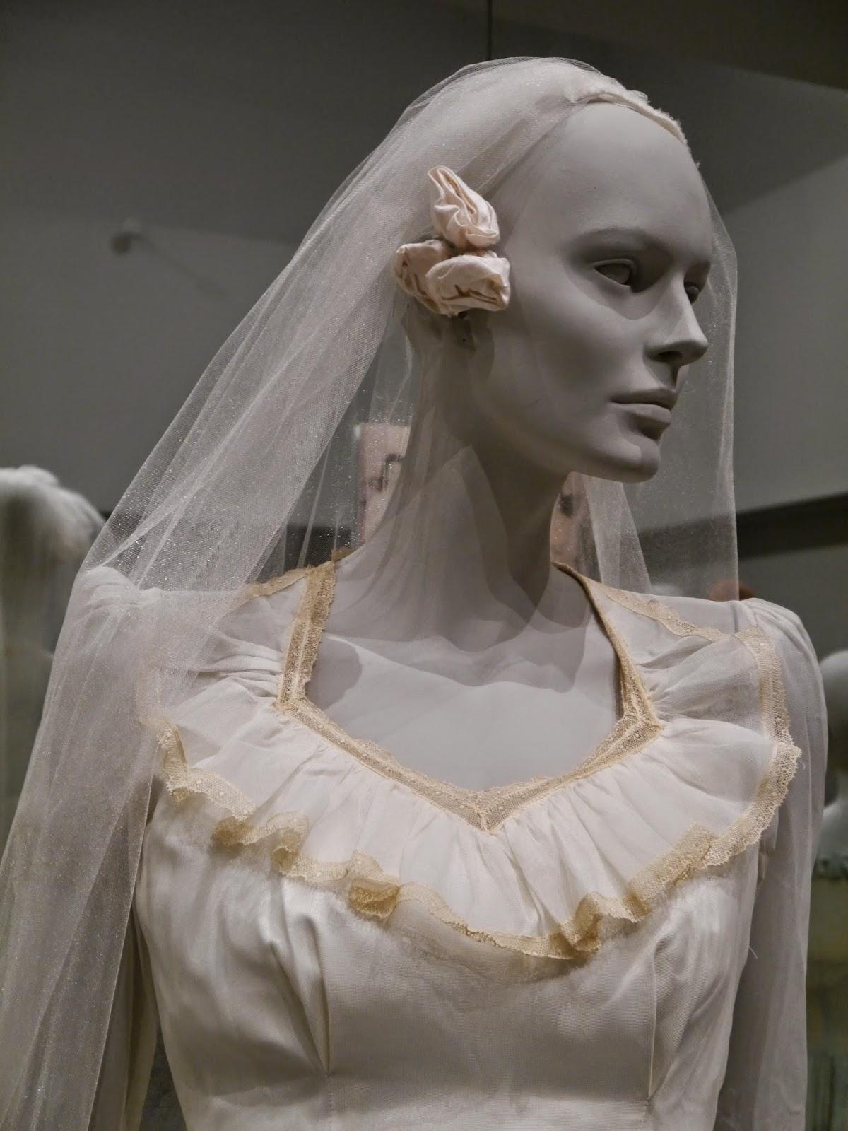 Pillsbury Press: Grandmother\'s Wedding Dress