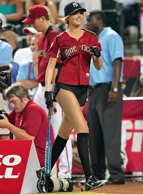 《運動畫刊》泳裝美女的凱特.厄普頓(Kate Upton)露美腿打壘球