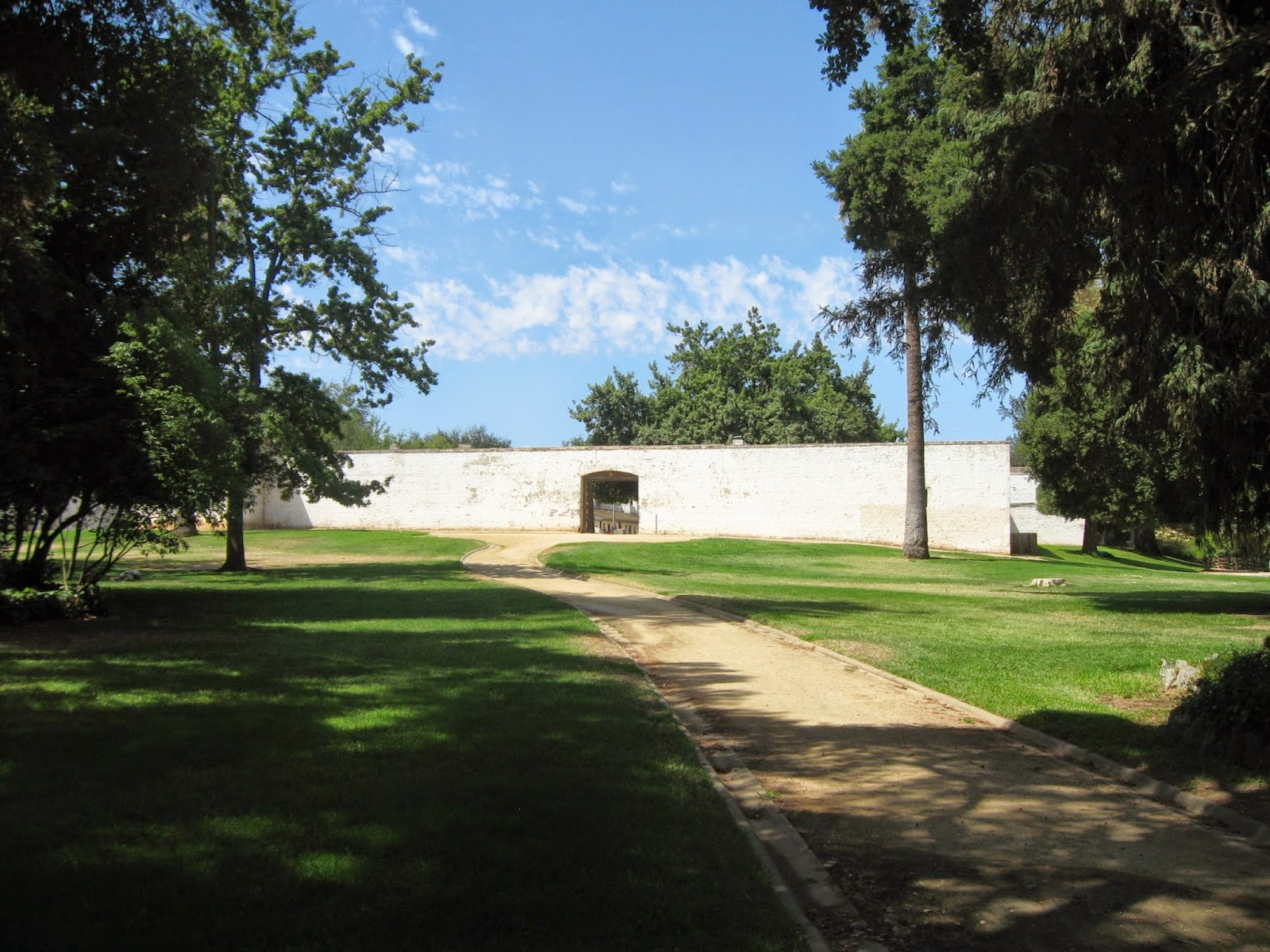 John Sutter in the Sacramento Valley–Sutter's Fort