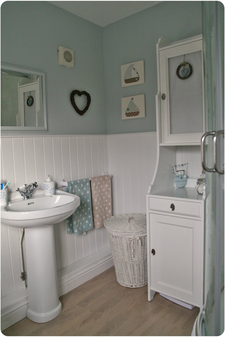 Countrykitty en suite reveal for Pale blue bathroom accessories