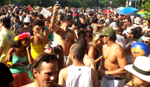 Bloco dá a SP sensação de carnaval prolongado