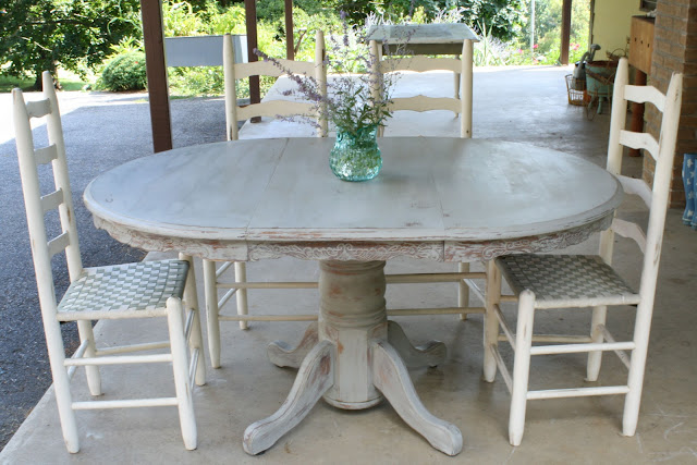 Weathered paris gray dining table cassie bustamante for 13 a table paris