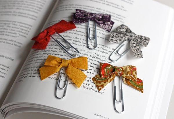 У каждой рукодельницы остаются обрезки ткани.  Предлагаю сделать милые закладочки для книг и ежедневников...
