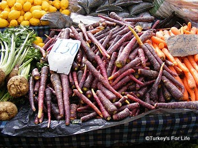 Calis Market purple carrots