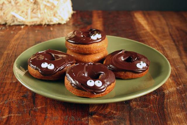 baked pumpkin donuts for halloween