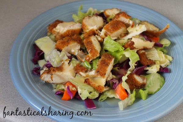 Copycat Applebee's Oriental Chicken Salad | This restaurant copycat will impress you with its sweet honey dressing and savory, crispy chicken #salad #applebees #copycat #SundaySupper
