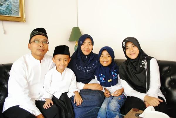 Fhoto keluarga caleg dari leuwiliang