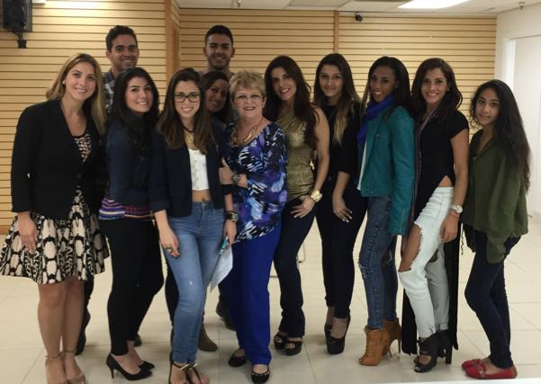 Adriana Cataño cierra 2014 con otra portada de revista y una entrega más de su exitoso seminario