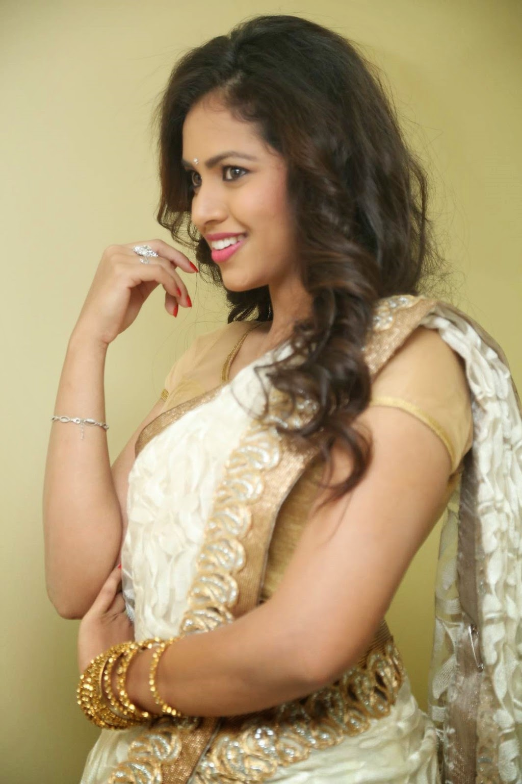 gowthami chowdary glamorous in saree-HQ-Photo-18