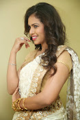 gowthami chowdary glamorous in saree-thumbnail-18