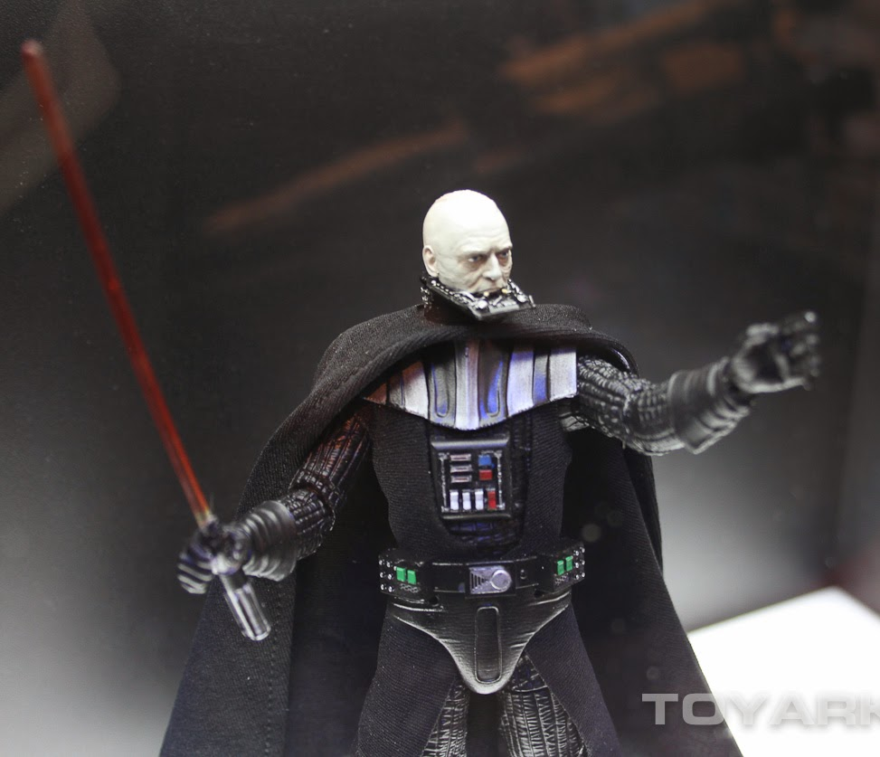 [Bandai][Tópico Oficial] S.H.Figuarts | Star Wars: The Phantom Menace - Darth Maul TOY_FAIR_2014_HASBRO_STAR_WARS_DISPLAY_6_INCH_BLACK_SERIES_EPVI_DARTH_VADER_02