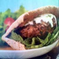 Weight loss recipes : Buffalo Burgers in Pita with Mint-Yogurt Dressing