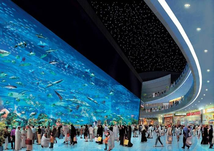 Dubai Aquarium & Discovery Centre - a huge shopping and entertainment center in Dubai, which opened in 2008. Part of this center is a large aquarium with a capacity of about 33 thousand fish species and marine animals more than eighty-five species. Live here, and several species of sharks, including sand and a giant shark. This aquarium is known for its viewing window is listed in the