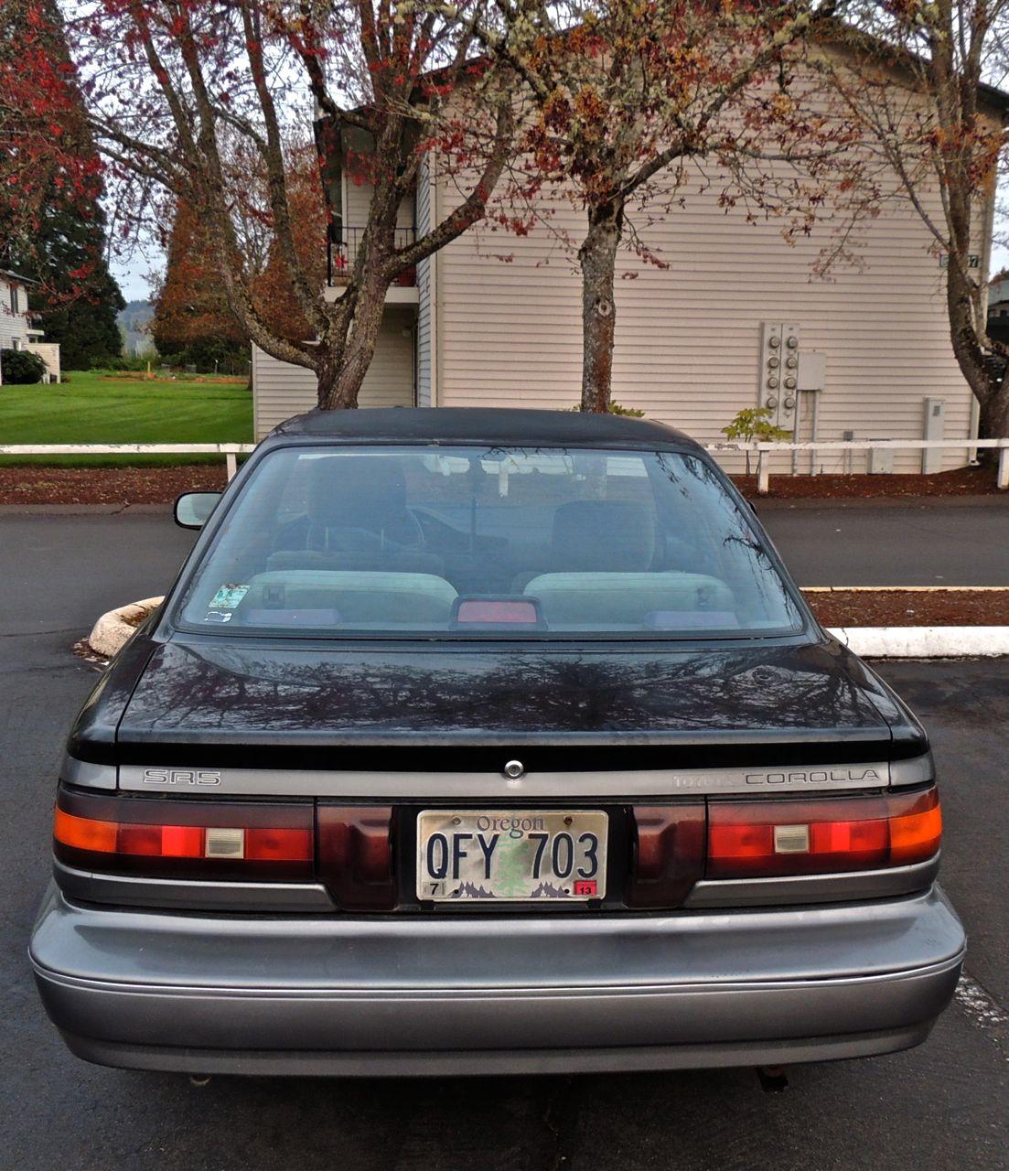 Parking Lot Spot: 1988-90 Toyota Corolla SR5 AE92 (Sprinter Trueno)-2.bp.blogspot.com