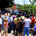 Centenares de vecinos bloquearon paso al alcalde en protesta por promesas inclumplidas