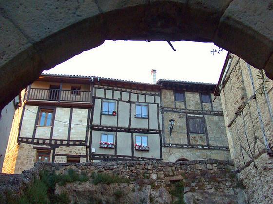 imagen_burgos_frias_casas_medieval_españa
