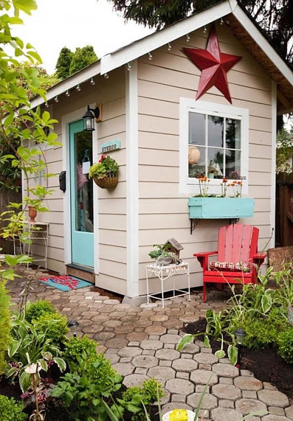 caseta de jardín pintada muy coqueta