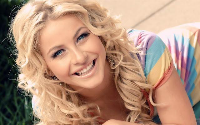 Julianne Hough smile