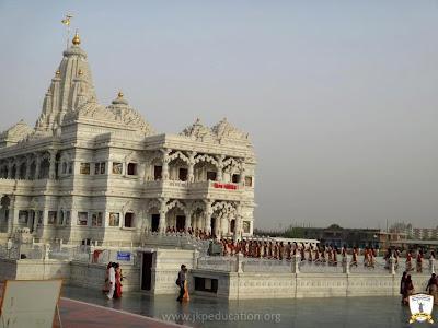 Jagadguru Kripaluji Mahila Mahavidyalay students visit Prem Mandir Vrindavan