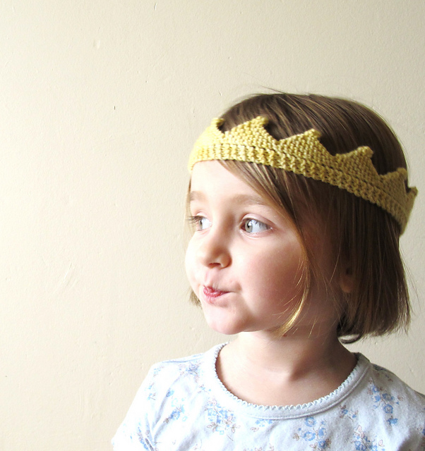 Knitted Baby Crown Pattern : knitnscribble.com: Knitting community celebrates royal ...