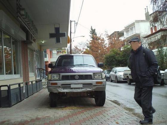 Ελλείψεως θέσεων στάθμευσης...ταλαιπωρούνται πεζοί