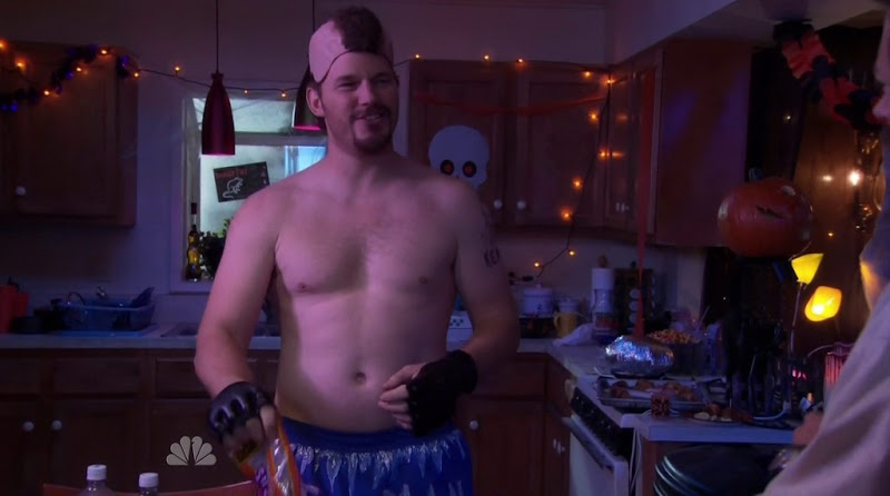 Chris Pratt Shirtless in Parks and Recreation s4e05