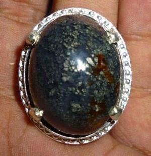 Batu Akik Badar Perak dan Manfaatnya