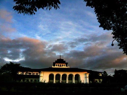 Langit Pagi Gedung Sate Bandung