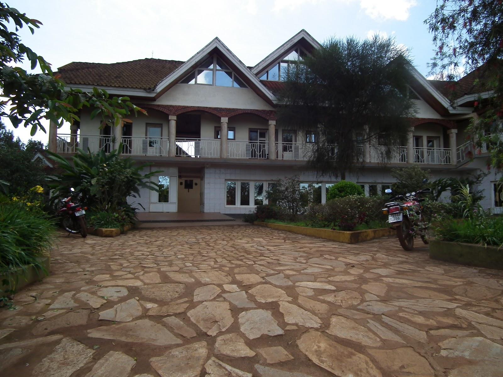 Art afrique en direct la maison provinciale est accueillante for Maison provinciale