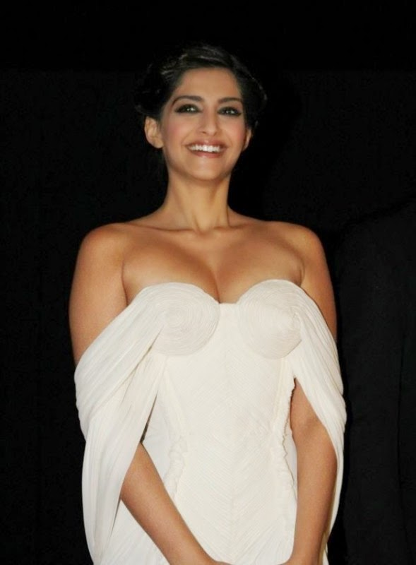 sonam kapoor without bra in white backless gown hot pics 2015 latest unseen pics rare photos collection