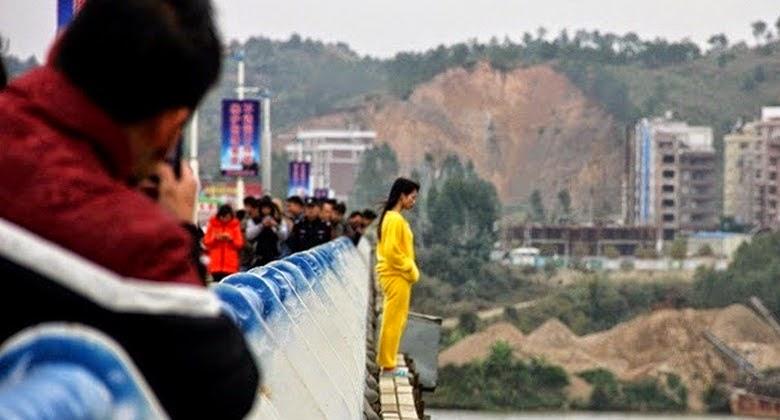 Lompat dari Jembatan Sungguh Malang Nasib Gadis ini