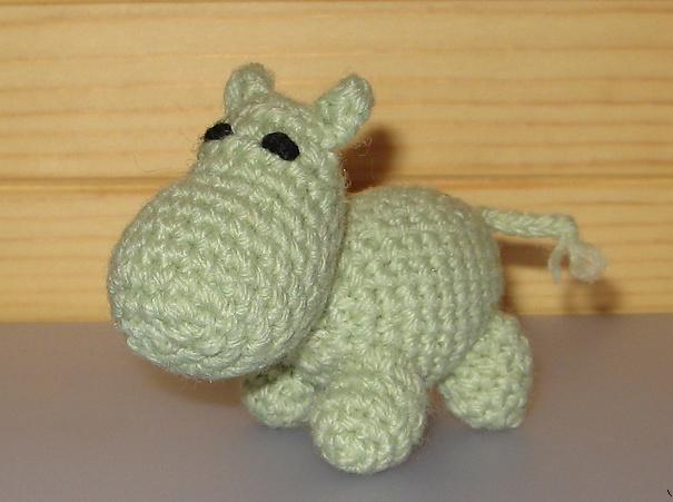 Mini hippo free crochet toy patterns