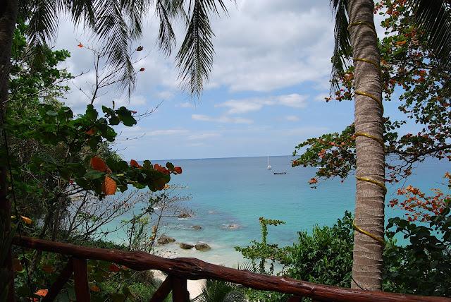 Вид из кафе на пляже Сурин - View from the cafe at Surin Beach.
