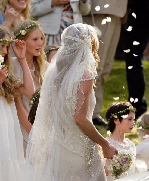 Who wore whatkate moss weds jamie hince in john galliano the silk tulle veil which also had embroidered flowers was wrapped in a 1920s1930s style around her loose curls hair style done by hair stylist to junglespirit Gallery