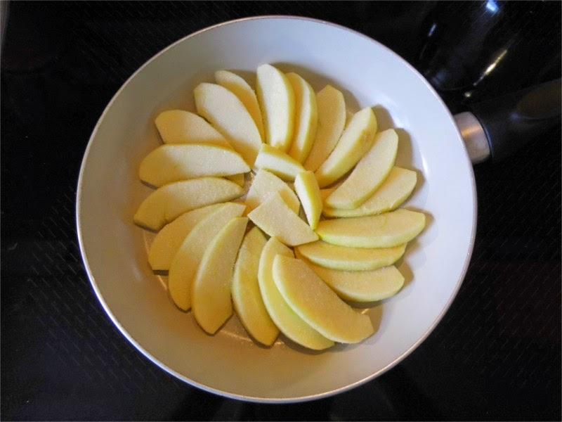 Apfelspalten in der Pfanne